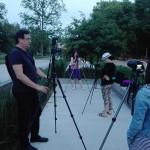 Příprava na fotografování noční městské krajiny v Pardubicích. (foceno mobilem)